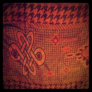 Scarf large. You can put on shoulders